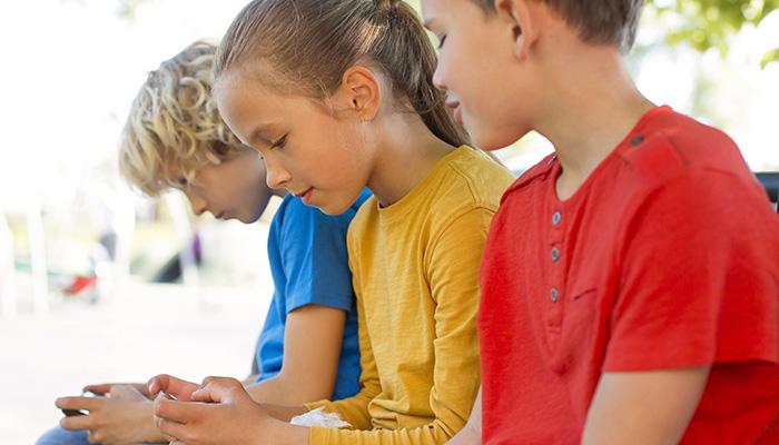 nens amb mòbil